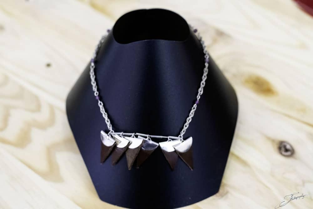 AOSSY-boutique-éphémère-installation-bijoux-collier