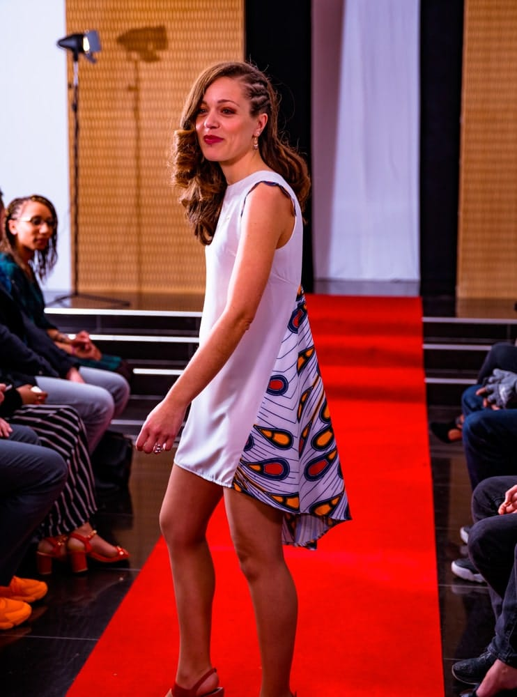 aossy-defile-backstage-2019-catwalk-femme-robe-blanche