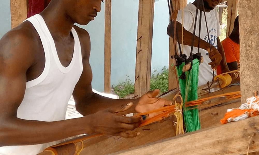 AOSSY-tisserands-de-yamoussoukro-apprendre