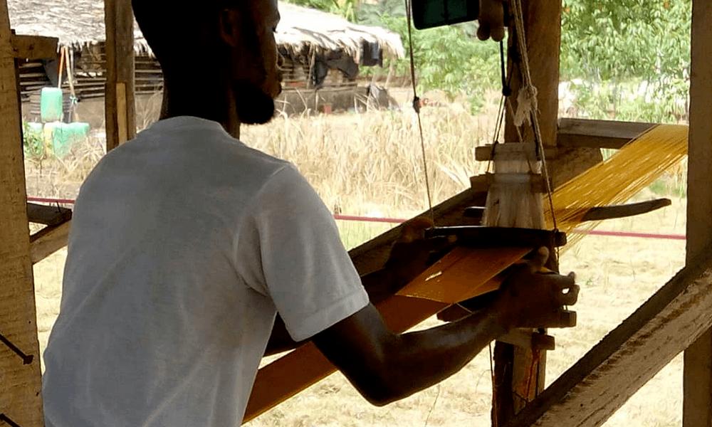 AOSSY-tisserands-de-yamoussoukro-travail